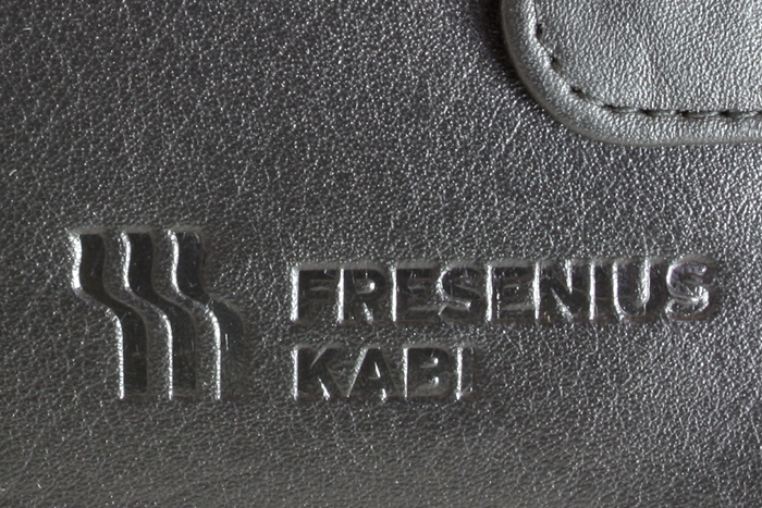 Logo vyražené na peněžence