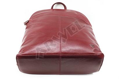 Červený kožený batoh