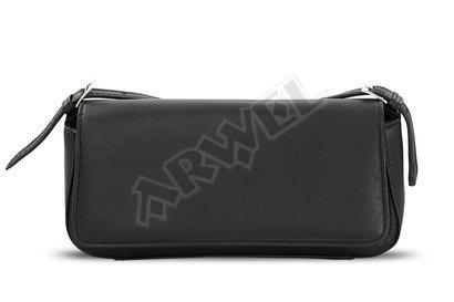 Černá kožená klopnová kabelka s krátkým popruhem