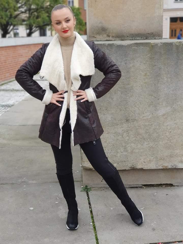 Hnědý kabát vel. 38
