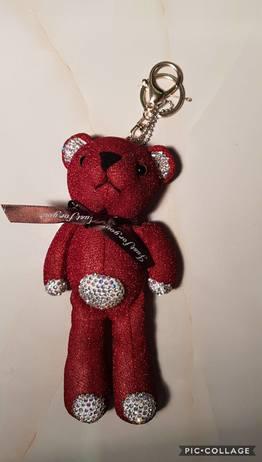 Medvěd Červený na kabelku