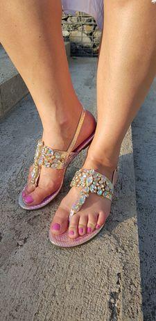 Sandálky s kamínky růžovo-zlaté vel.38