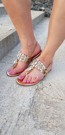 Sandálky s kamínky zlaté vel. 38