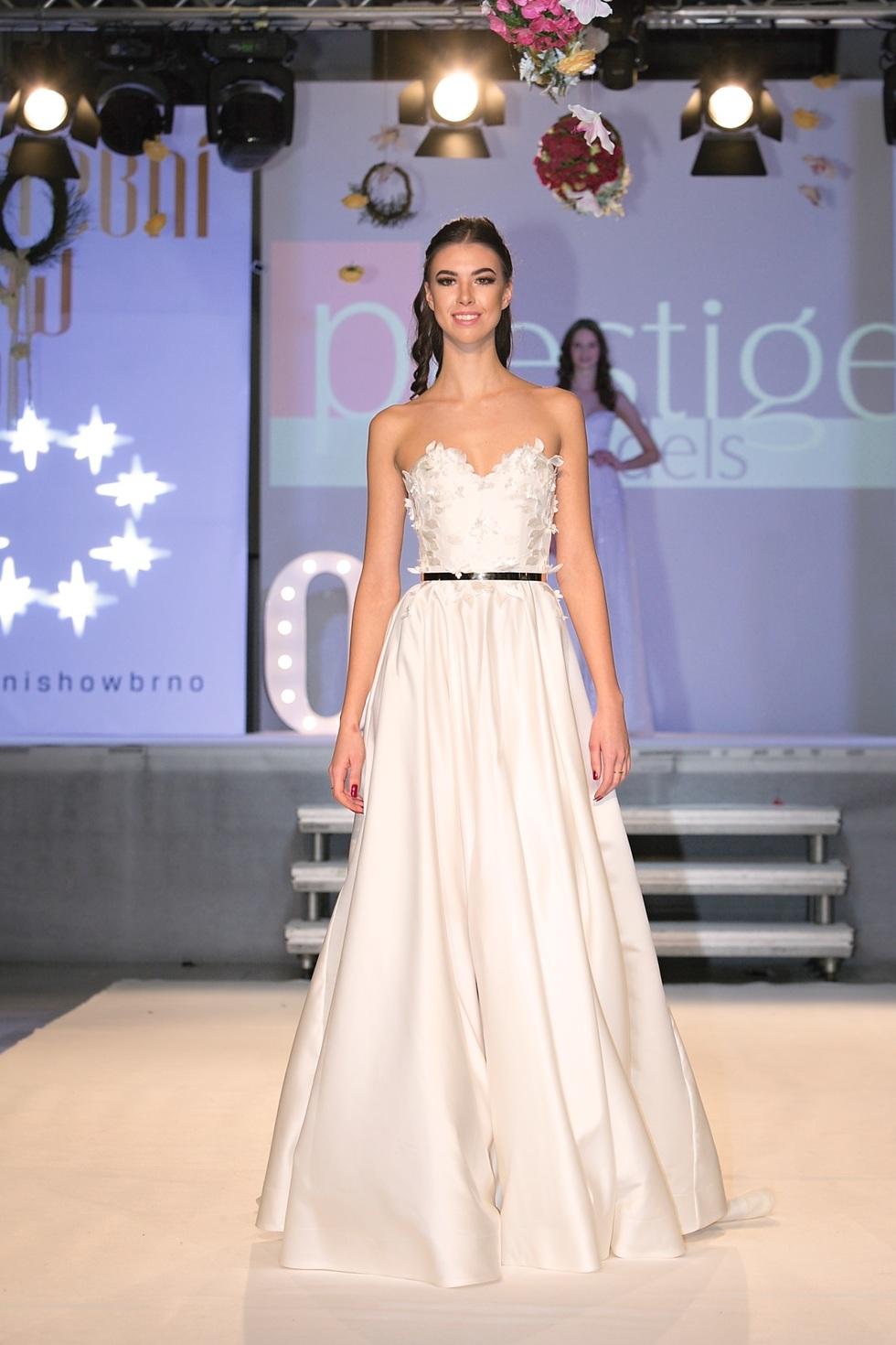 Vitezky Miss Look Bella 2018 Na Prehlidce Satu Sandra Mark Fashion